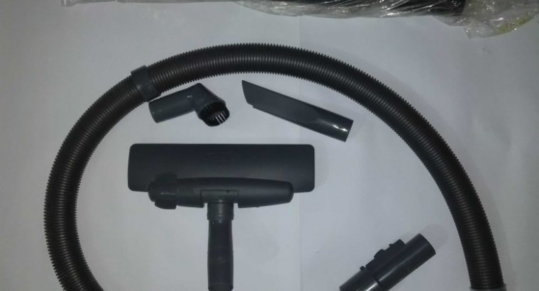Hitachi Vacuum Cleaner 21Ltr. (CV-960Y) 2100w Condition:used(2 hrs).Almost new